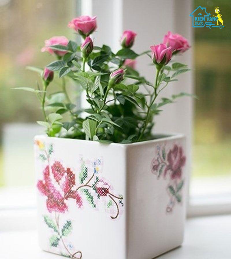 hoa để bàn làm việc theo phong thủy